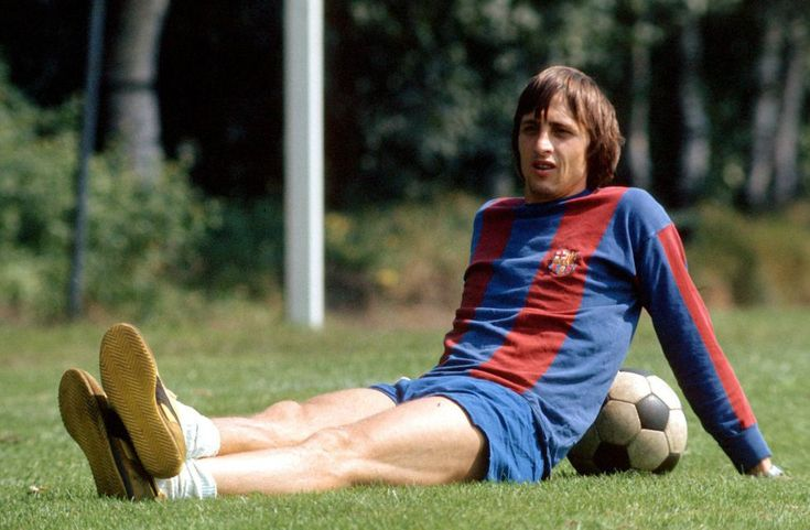 El futbolista y entrenador holandés muere a los 68 años, víctima de un cáncer tras una carrera de leyenda