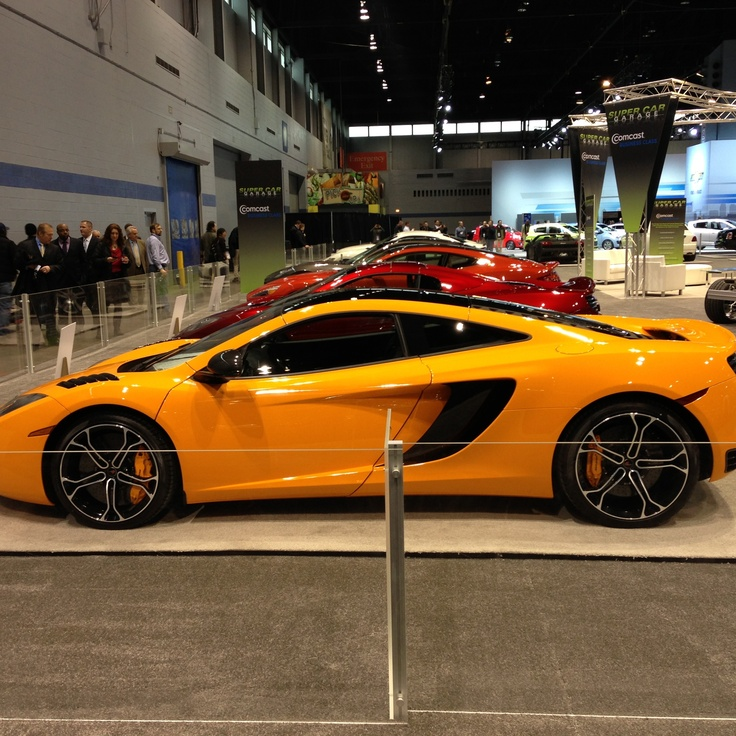 mclaren 12c coupe at chicago auto show 0 62 in 3 1 seconds base price 239 400. Black Bedroom Furniture Sets. Home Design Ideas