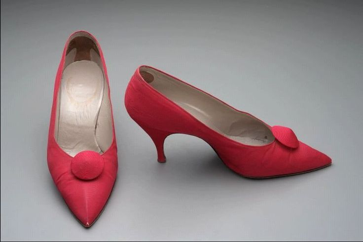 1963Pair of woman's shoes