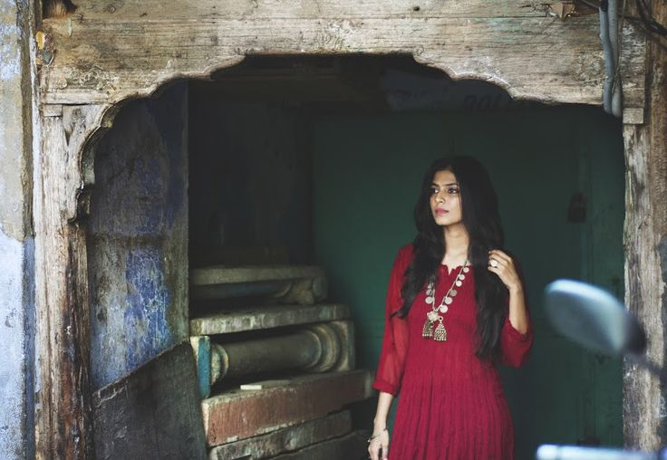 The Scarlet Window - I love the kurta and long necklace