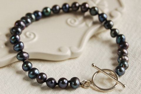 Black pearl bracelet with silver clasp