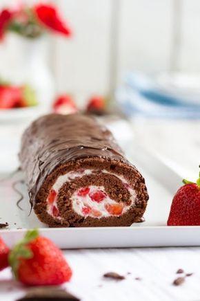 Schokoladen Biskuitrolle mit Erdbeer-Mascarpone-Creme