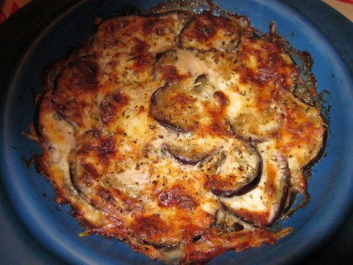 """Les aubergines j'adore ça et pour les cuisiner autrement que d'habitude, j'ai pioché une recette dans le livre """"Que faire avec l'aubergine"""". Ingrédients pour 4 personnes : - 2 aubergines - 1 gousse d'ail - 2 c. à soupe de miel - Huile d'olive - Lamelles..."""