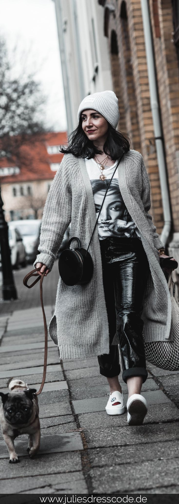 So tragen wir Vinyl-Pants im Frühling – Julies Dresscode | Fashion Trends, Outfits & Streetstyles