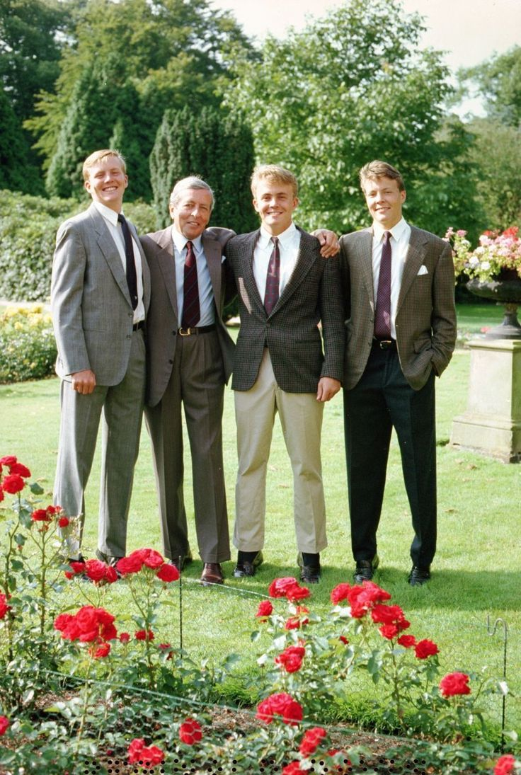 De trotse Prins Claus met zijn drie zoons (NL): Father and sons:  Prince Claus with Prince Willem-Alexander The Prince of Orange, Prince Friso and Prince Constantijn