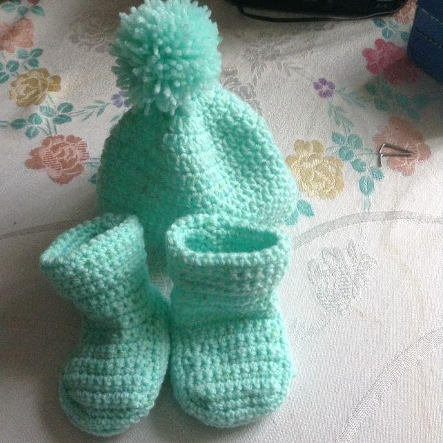 Newborn Bootie and Hat Set £8.50