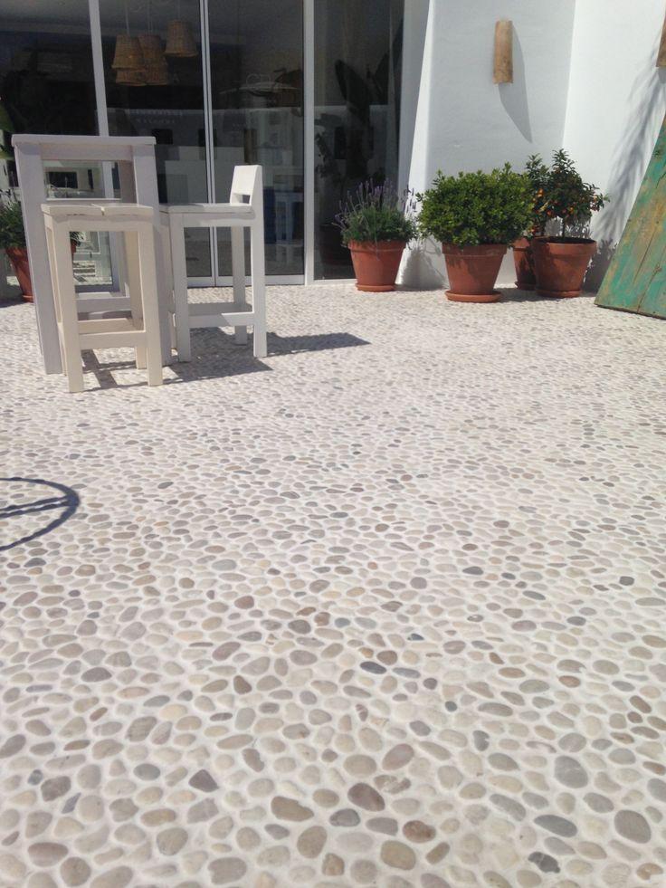 Pavimento terraza piedra de rio Ref. Mix 2 Canto rodado-Baños-Duchas-River Rock Showe- Pebble stone wall floor- Pebble tile Showe- Tile floor for a bathroom or shoer floor- Pebble Rocks
