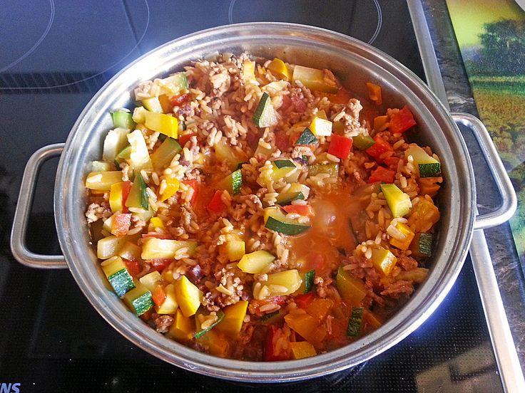 Zucchini - Reis - Hackfleisch - Pfanne, ein gutes Rezept aus der Kategorie Reis/Getreide. Bewertungen: 33. Durchschnitt: Ø 4,1.