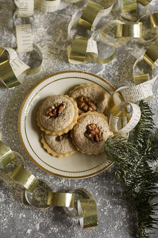 Kuchnia Nasza Polska Orzechy Lineckie Kolejne Przepyszne Ciasteczka Na Swieta Christmas Baking Food Holiday Recipes
