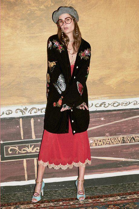 С чем носить  платья-комбинации:  8 модных образов. Изображение № 9. C кардиганом и полусапогами