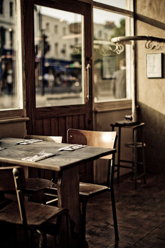 empty cafe 很久以前在微博看過這張圖 到現在 還是很喜歡