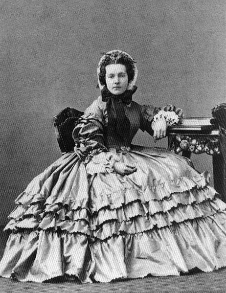 1860s- what an incredibly gorgeous lady! Love the ruffles on her skirt and the huge sleeves! Her bonnet is so neat and lovely!: Women Fashion, Woman Fashion, Fashion Ideas, Queen, 1860S Fashion, Civil War,  Crinolin, Fashion Trends, Huge Sleeve