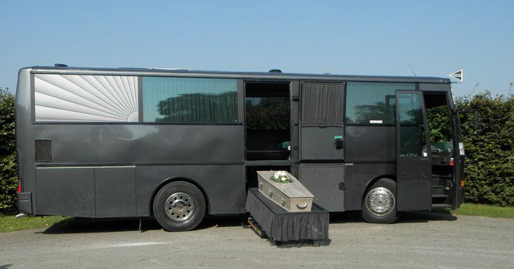 Rouw-VIP bus voor 22 personen en de overledene