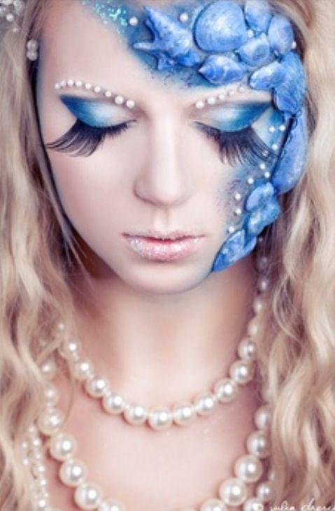 I love this mermaid makeup idea.