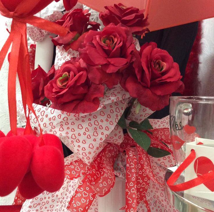 Il perfetto amore è la più bella di tutte le frustrazioni perché è più di ciò che si possa esprimere. (Charles Chaplin)   Dettagli allestimento di S.Valentino 2016 by Euroflora srl