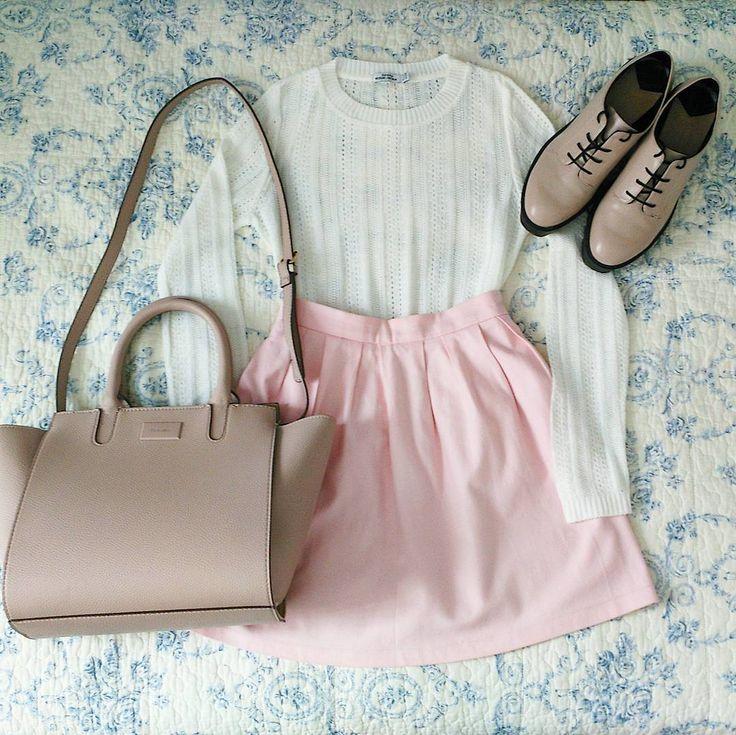 """P. J. Kovacs (@pjkovacs) en Instagram: """"Pink pink pink  *** ¡Adoro esta #falda! Bueno, ésta y sus hermanas mellizas. La tengo en #rosa,…"""""""