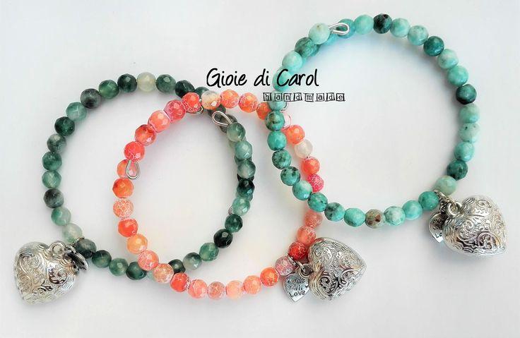 Bracciale donna con perle di agata turchese, rosa salmone, verde, memory wire, filo armonico, fatto a mano in Italia, mod. Melody di GioiediCarol su Etsy