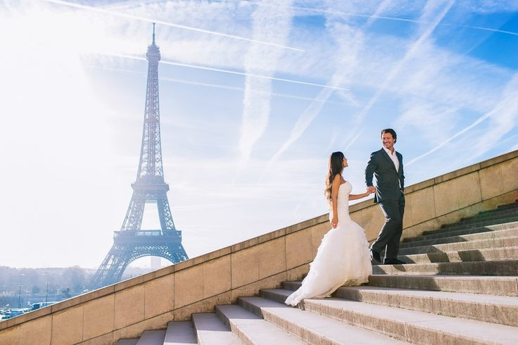 Paris photogrpher bride and groom walking up at Eiffel Tower