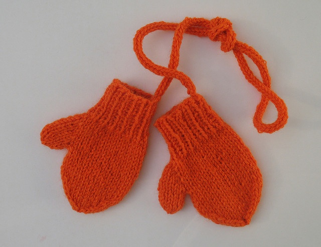 Knitting Pattern Gloves Child : toddler mittens on a string Knit for Baby & Kids Pinterest