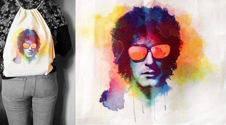 Mochila ecológica de tela crea estampada con el gran cantante argentino Gustavo Cerati al estilo acuarela, se vende a $ 6.000 pesos en Santiago de Chile