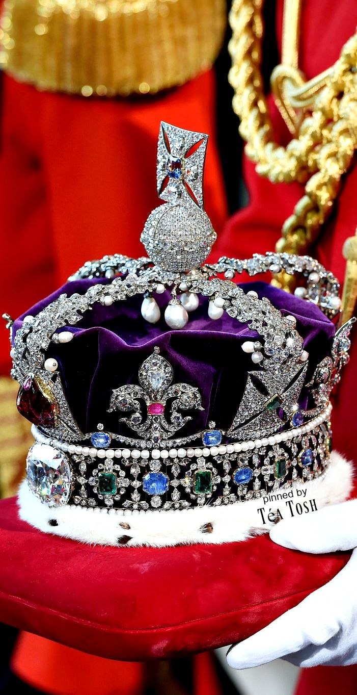 ❇Téa Tosh❇ Queen Elizabeth's Imperial State Crown arrives at the Royal Gallery before the State Opening of Parliament in the House of Lords, at the Palace of Westminster in London.