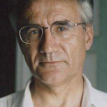 André Compte-Sponville, né en 1952, est un philosophe français. Membre du Comité consultatif national d'éthique, il consacre aujourd'hui sa carrière à l'écriture et aux conférences qu'il donne. Quelques-unes de ses publications : « Présentation de la philosophie » (Lgf, 2002), « L'amour, la solitude » (Lgf, 2004), « Petit traité...