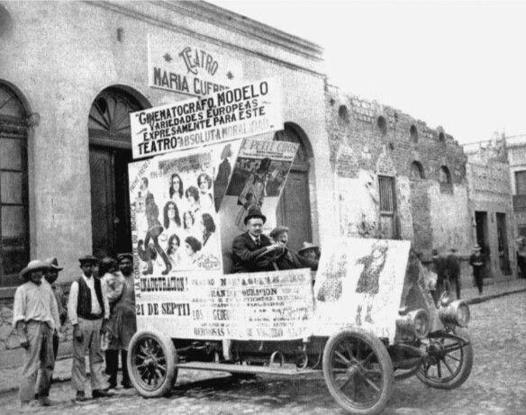 """Ubicado a ocho cuadras de la Plaza de la Constitución, en el barrio de la Lagunilla, el Teatro Maria Guerrero, haciendo honor a la famosa tiple madrileña, rebautizado como María Tepaches, inagurado en 1900 en este edificio, pertenecia a los hermanos Rosete Aranda, quienes habia formado la mas famosa y prestigiada compañia de titeres de esos dias. Se estreno con la popular obra """"El Rey que Rabió"""" representada por la compañía de Miguel Inclán, se hallaba en el No. 99 de la 3ª calle de Santa…"""