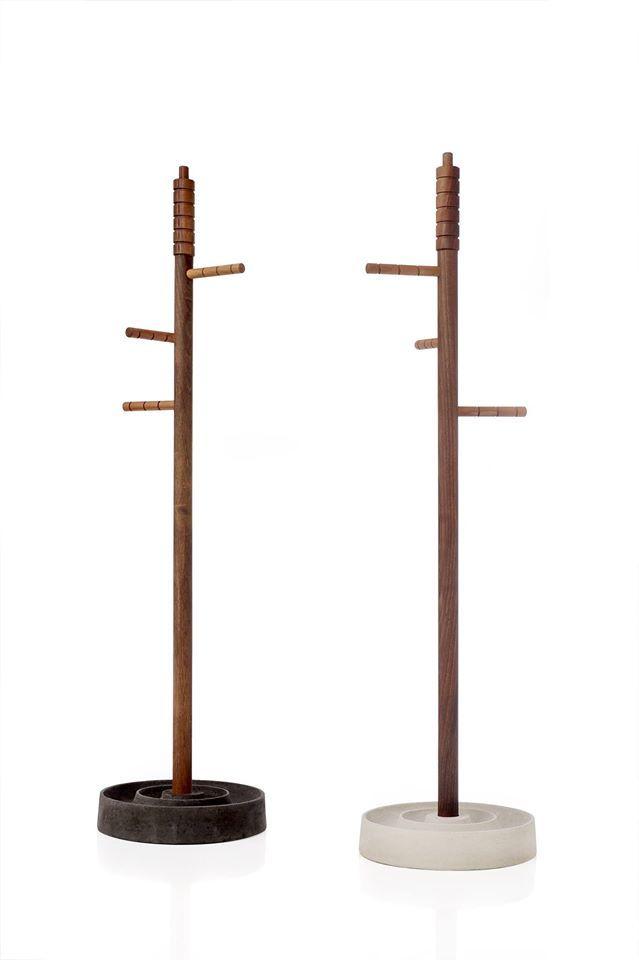 Un portaombrelli che riunisce in sé i concetti estetici di verticalità e stabilità. An umbrella stand that concentrates the aesthetic concept of uprightness and stability.