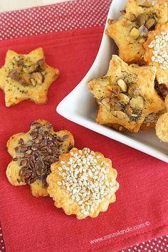Biscotti salati al formaggio con pistacchio, semi di sesamo o lino e papavero - Cheese cookies with sesam and poppy seeds or pistachio
