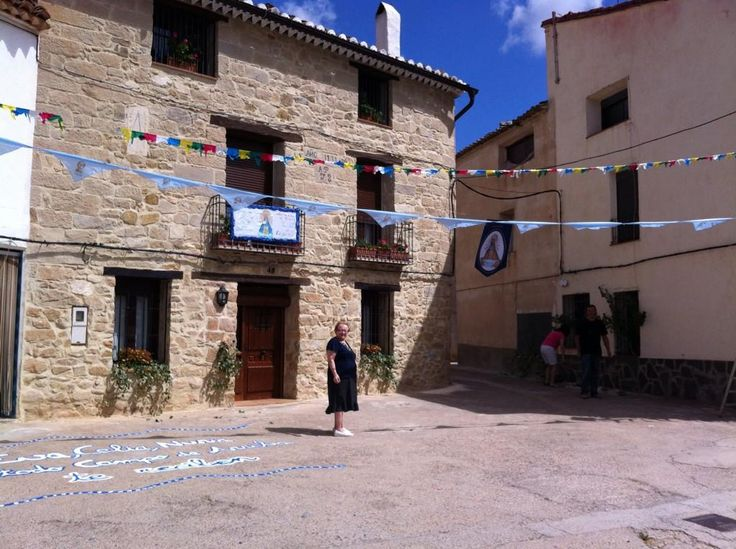 La aldea de Campo de Arriba se engalana para recibir esta tarde a la patrona de Alpuente, por su IV Centenario, vía @jovigama