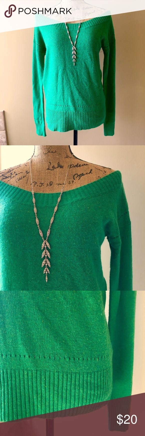🍀 American eagle off shoulder wool/cotton sweater Kelly green part wool/cotton sweater can be worn off shoulders or off one shoulder. Very good condition, minimal piling. Super soft. Add this to a bundle to save 15%. For jewelry, visit my profile for a link to shop. American Eagle Outfitters Sweaters