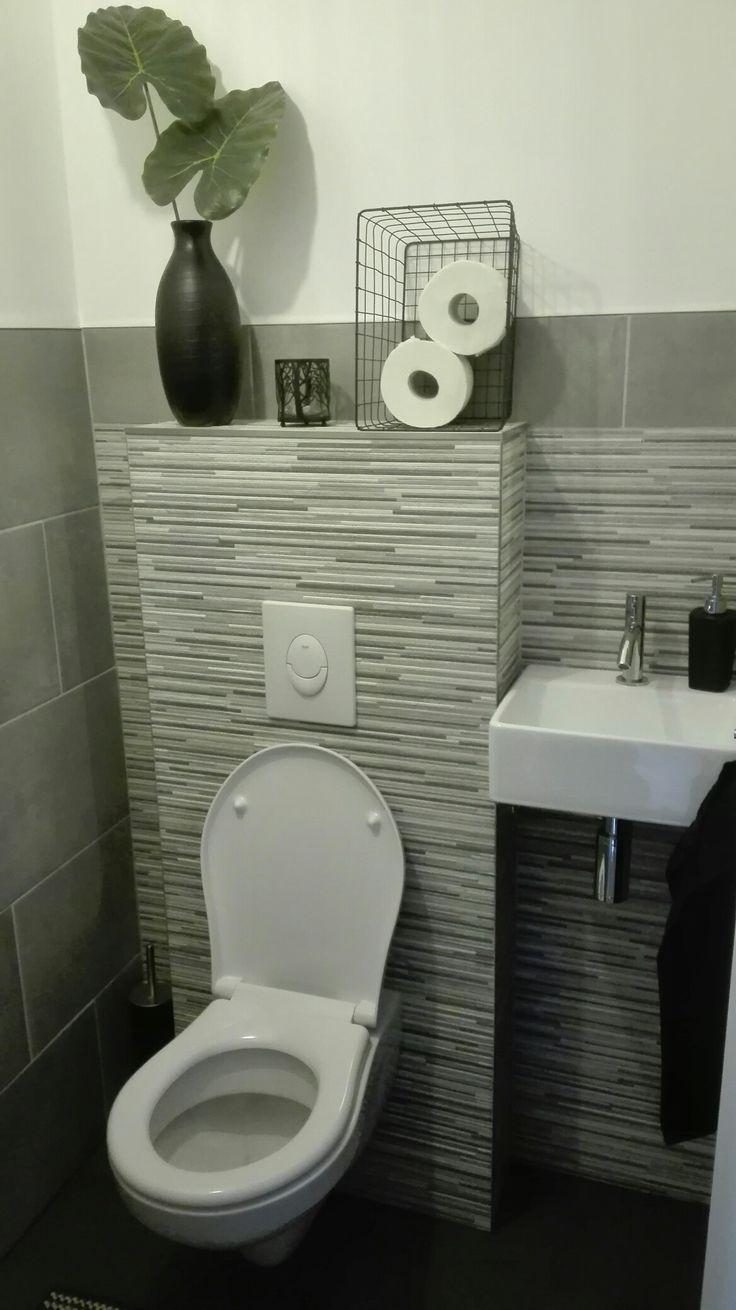 17 beste idee n over zwarte tegels op pinterest zwarte douche zwarte metro tegels en penny - Deco wc blauw ...