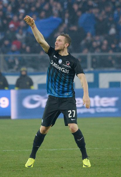 Jasmin Kurtic of Atalanta BC  celebrates after scoring his team'sa first goal during the Serie A match between Atalanta BC and Udinese Calcio at Stadio Atleti Azzurri d'Italia on December 11, 2016 in Bergamo, Italy.
