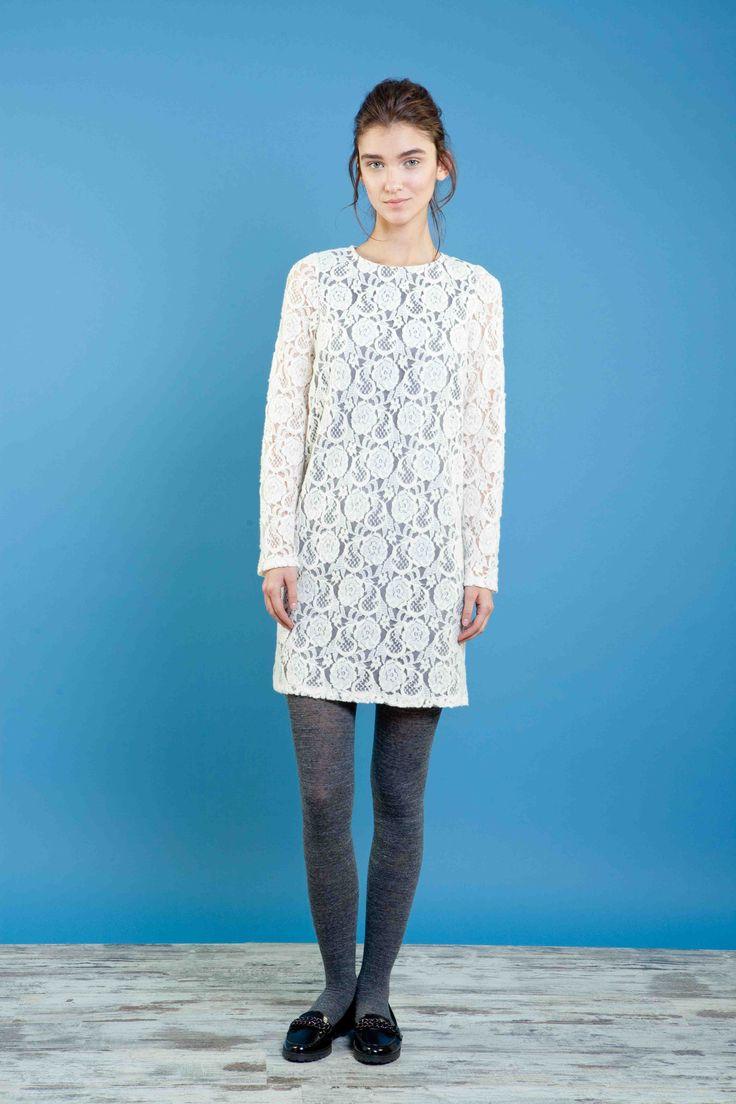 Abito in pizzo di lana con maniche lunghe e scollo profondo nella schiena. #bonton #princesse #metropolitaine #dress #lace #fashion