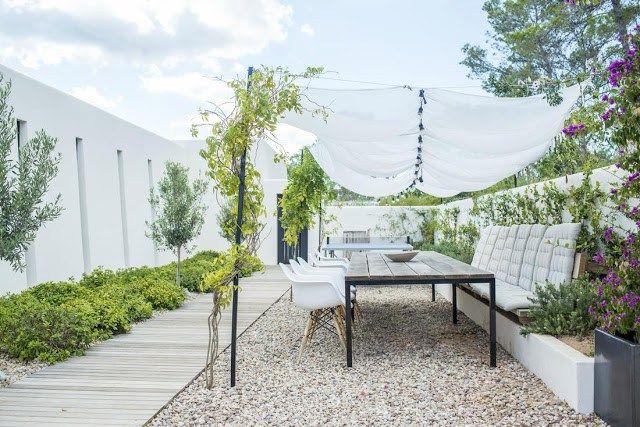 Une maison blanche et bleue à ibiza - Danisol
