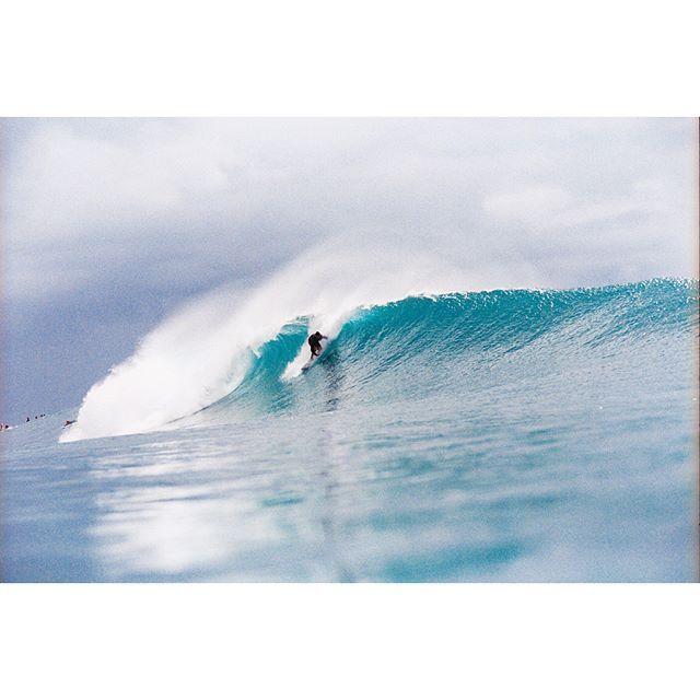 Kahana Kalama enjoying a late run of Hawaiian swell. 35mm 📸 @john_hook