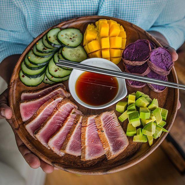 Keep it simple, colorful and flavorful! #Lunch: tuna + chilled purple sweet potato + avocado + cucumbers + mango. Comment below if you can handle a meal like this! Boom. (traduccion abajo) ----- Mantenlo sencillo, lleno de color y sabroso! #Almuerzo: atún + batata morada + aguacate + pepino + mango. Deja comentario abajo si podrías comer un plato así! Bum. #instagood #tagforlikes #instafood