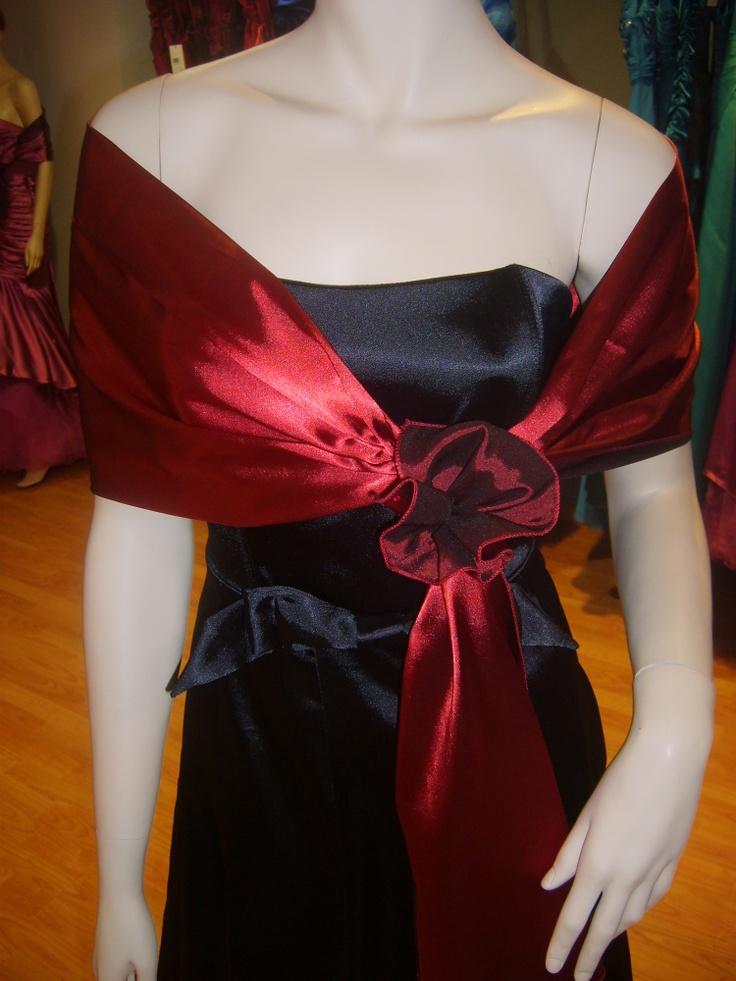 ¿Como me pongo el chal con un vestido de fiesta?