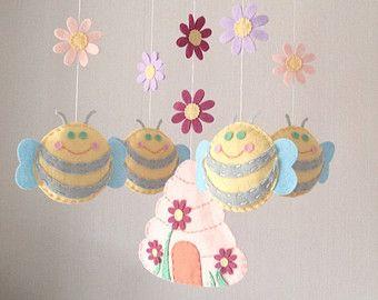 Bebé móvil móvil - móvil de cuna - abejas y colmena - vivero Decor - Pastel infantil - niña móvil - móvil de cuna - flores
