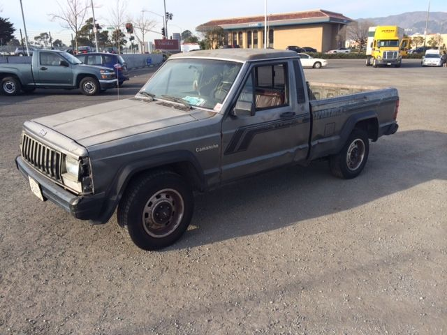 87 Jeep Camanche Pickup 6 Cylinder automatic Ca. Rust free Collector truck stevescars.com  Police Impound Special