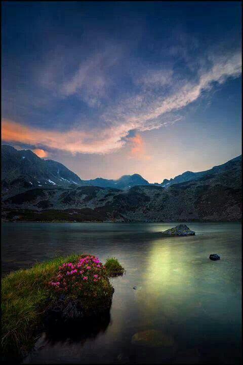 Lacul glaciar Ana-masivul Retezat Romania