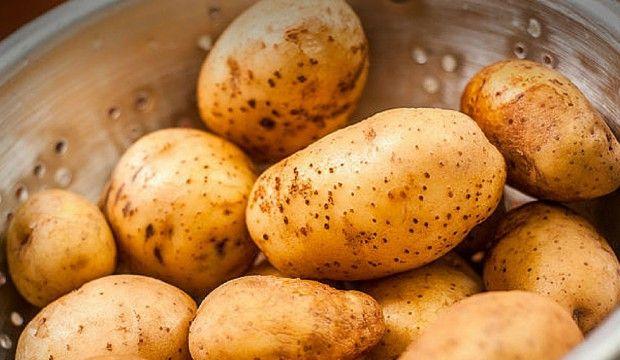 Jak super – rychle olupat brambory bez škrabky + Videonávod