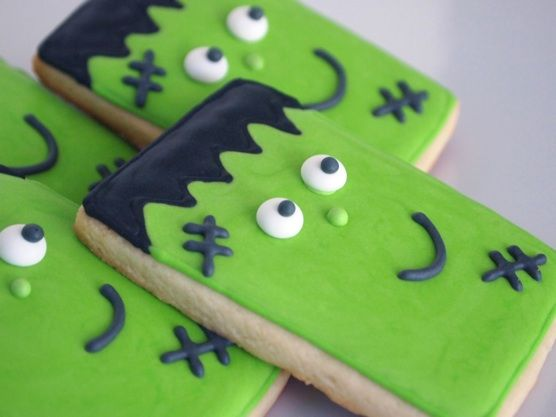 Simple and cute Frankenstein cookies for Halloween - from biscuit icer extraordinaire makemecake.me