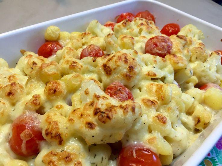 Lekkere ovenschotel met krieltjes en bloemkool, heerlijk overgoten met een stevige bechamelsaus en kaas. Ontzettend lekker op een regenachtige dag of winter.