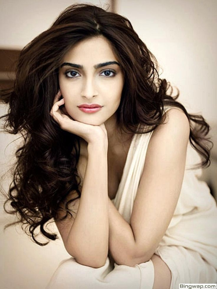 Cute Sonam Kapoor Wallpapers And Images