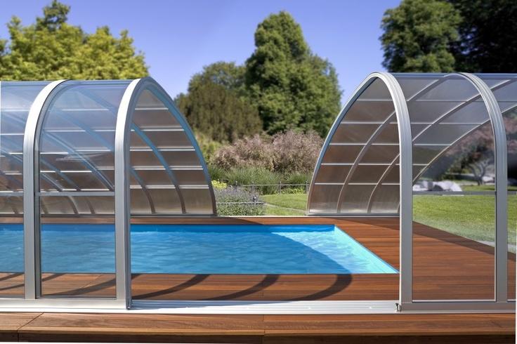 Maak van uw buiten zwembad een overdekt zwembad, met deze prachtige zwembadoverkapping.