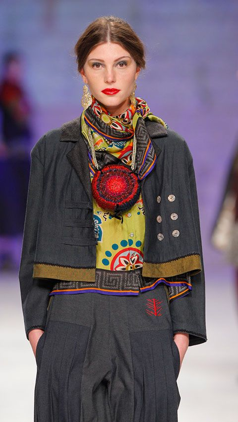 http://www.tmcollection.com/en/shop/woman/1279-shirt-lang-Evora-detail.html