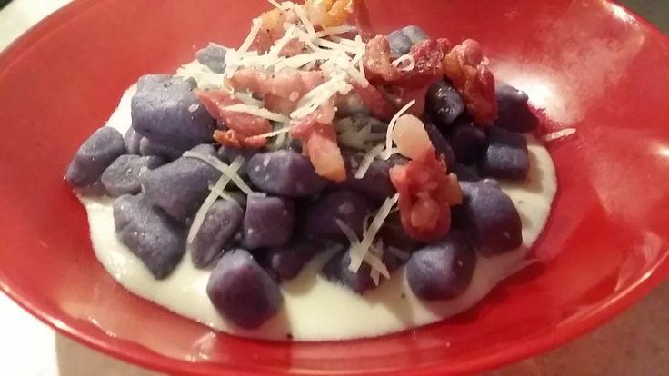 Le Ricette di Valentina: Fonduta d'asiago con pancetta affumicata, ideale per i gnocchi.