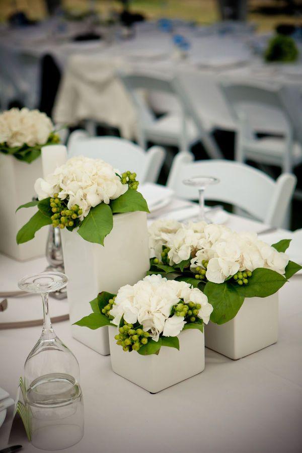 pieza central de la flor blanca.