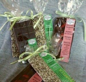 """Siamo felici di annunciarvi che in collaborazione con """"Nella Cioccolata"""" di Ivrea, abbiamo finalmente la linea """"VegaNella"""", tavolette di cioccolata vegana con granella di canapa sativa, quella canapa che si produceva nel Canavese e da cui viene il nome stesso. E' disponibile anche con bacche di goji e.. la mia preferita.. la cioccolatachiara, fatta con nocciole e burro di cacao che trovo sia strepitosa! Sapere che una cioccolata così buona è priva di ingredienti animali è l'ennesima…"""